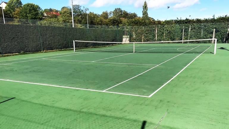 Rénovation de court de tennis en résine dans la ville de Saulieu